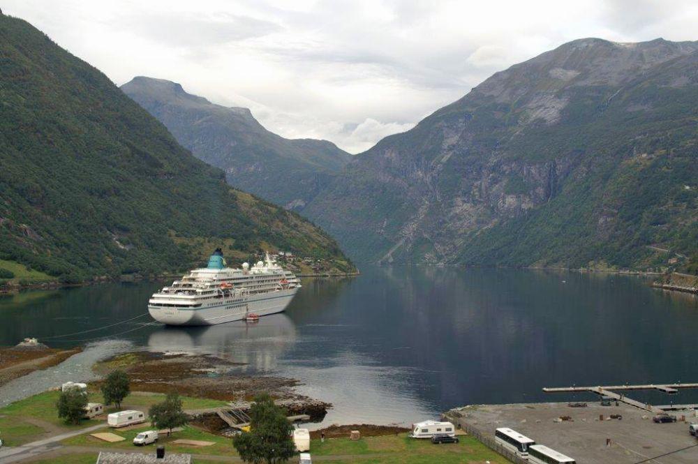 Amadea, Welcome Aboard