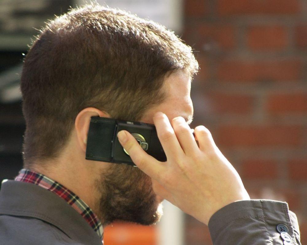 Telefonieren auf Kreuzfahrt
